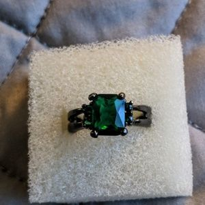 Jewelry - Green Gemstone Ring Size 6